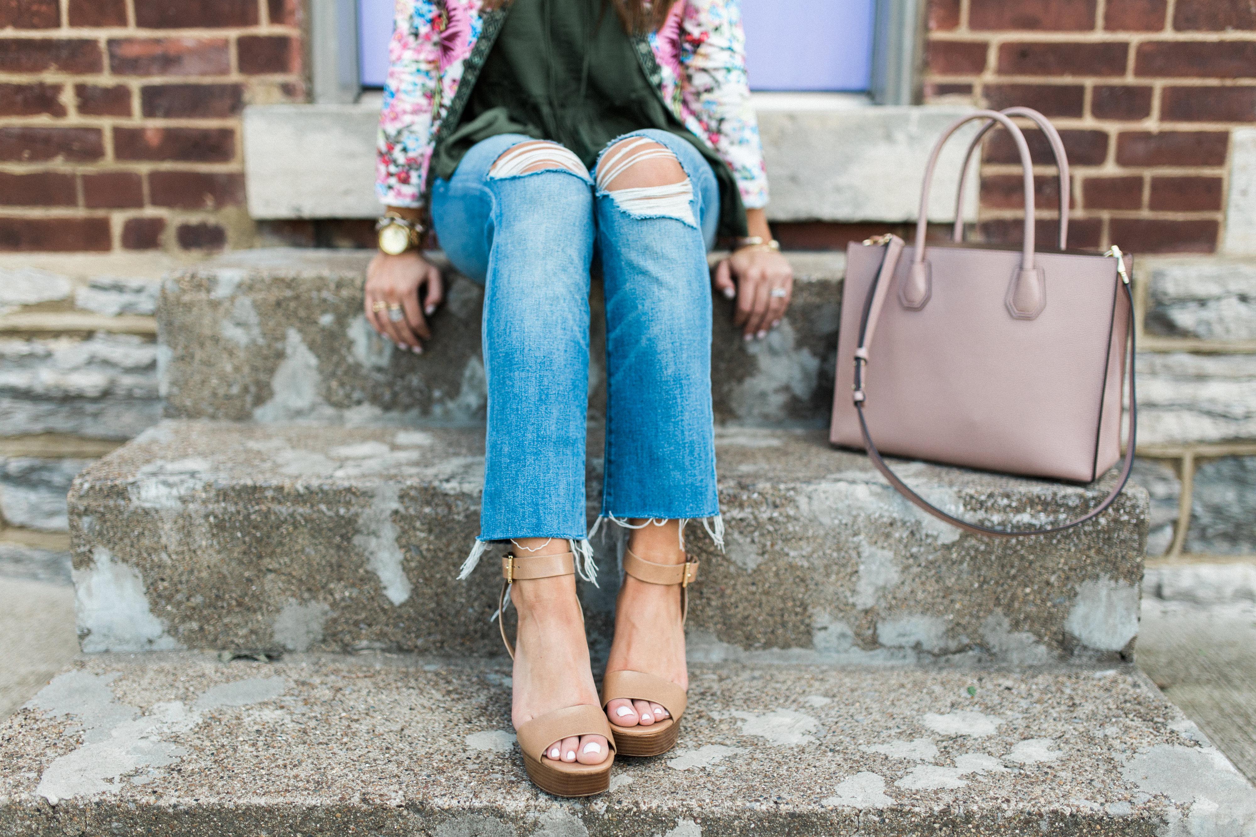 Best Boyfriend Jeans / Platform Sandals