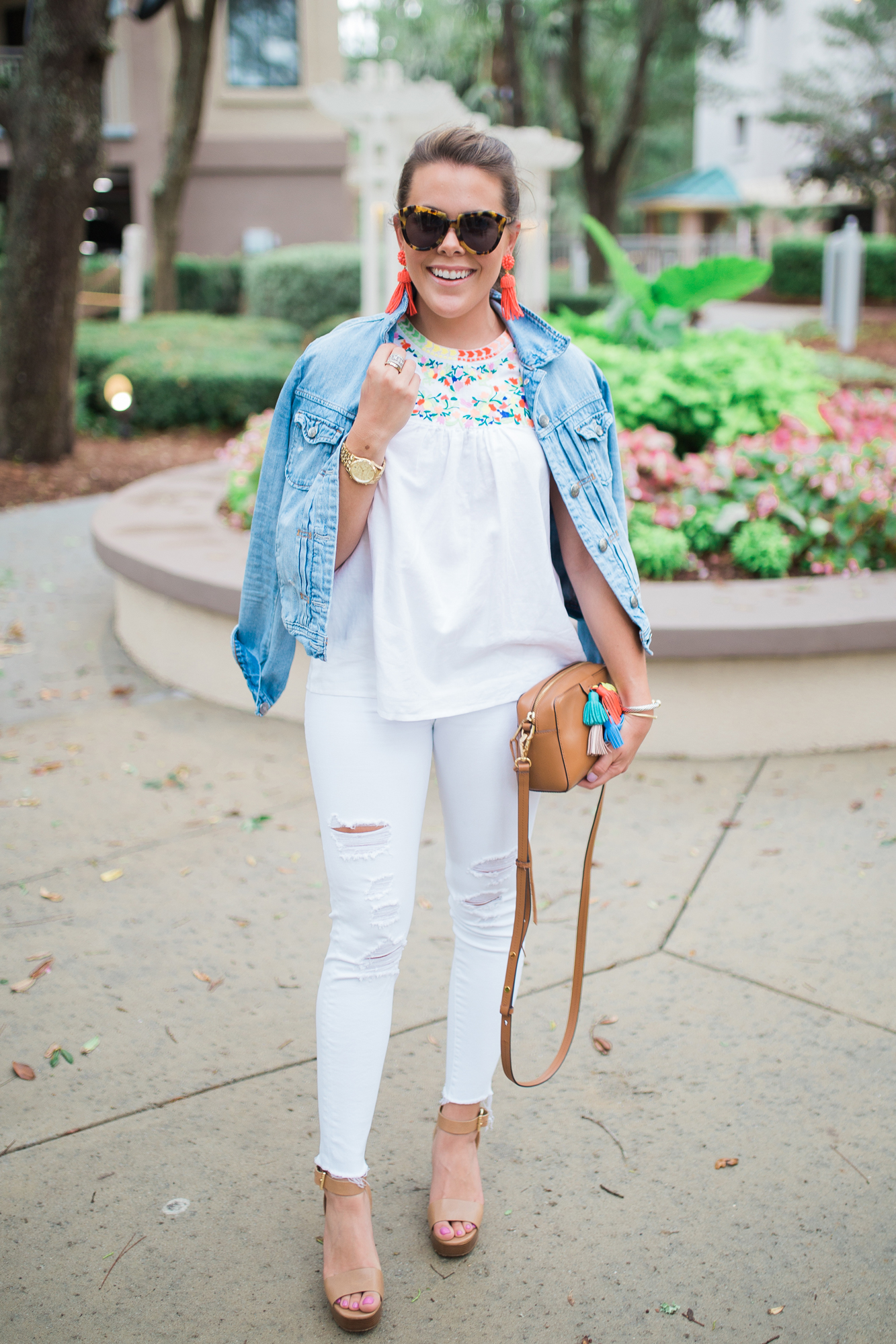 Embroidered Tank Top / All White Summer Outfit
