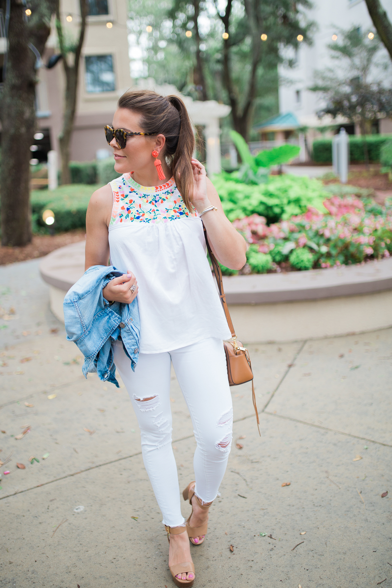 Embroidered Tank Top / All white outfit